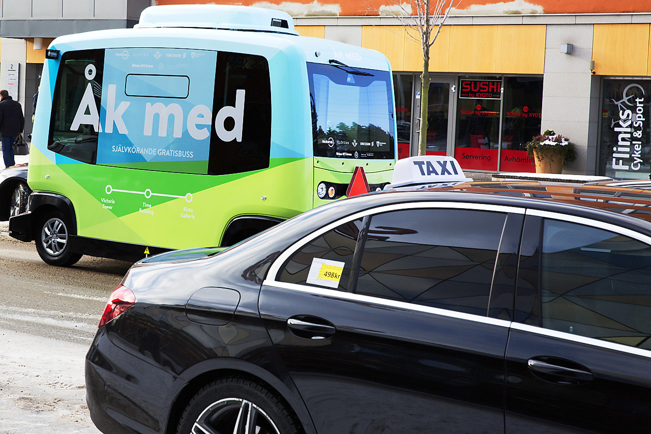 Självkörande elbuss och Taxi